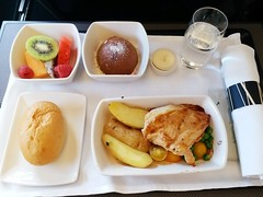 CX Inflight Meal: Roasted Chicken Breast (:Dex) Tags: inflightmeal inflightfood food chicken potato fruit dessert bread bun butterfish water cathaypacific cx yummy
