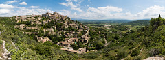 IMG_1460-Panorama-1-2 (Design_Ex) Tags: gordes village perché city ville sud south paca france provence 84 vaucluse luberon habitations falaise extérieur exterior couleurs colors photo photographie photography light beautiful printemps spring summer été 2018 designex mai may landscape paysage panorama sun soleil afternoon aprèsmidi après midi sky ciel bleu blue rochers rock vallée valley clouds cloudy nuages mur pierre histoire art roman architecture culture