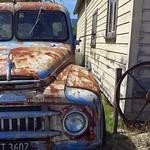 Rusty old car thumbnail