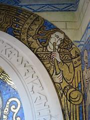 Danse macabre, Chapelle funéraire de Berny, cimetière de Guiscard (60) (Yvette G.) Tags: guiscard oise 60 picardie grandest chapellefunéraire mosaïque dansemacabre artdéco angemusicien