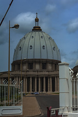NOSTRA SIGNORA DELLA PACE (cune1) Tags: panorama landscape gente people africa costadavorio yamoussoukro vaticano