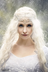 Claire Obscure - Galadriel (PandaStudio.fr) Tags: girl shooting shoot photoshoot portrait galadriel canon80d canon cosplay magic magical lordsoftherings jewels wig dress makeup fairytail fantasy fashion beauty