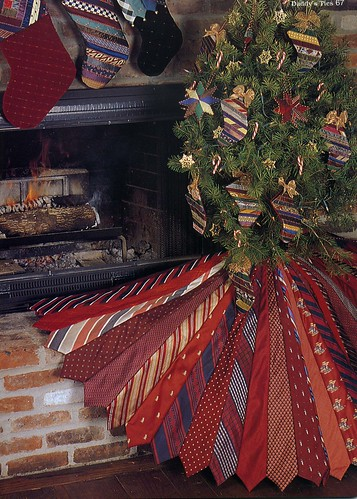 Necktie tree skirt