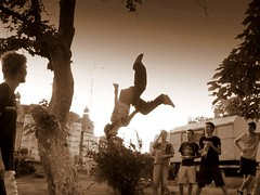 junpin' (parkour) (olahus) Tags: boys sepia fly jump vol moment parkour roumanie sauter errumania astonishement
