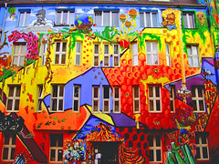 GRAFFITI ART (endraum) Tags: houses colors wow germany graffiti cool topf50 perfect flickr topv1111 futurama brilliant duesseldorf michaela beautyful bronzemedal topvaa cotcmostfavorited 50faves i500 flickrsbest winnerflickrsweeklythemecontest abigfave p1f1 endraum totalexposure potwkkc12 platinumphoto potwkkc14 raziks20 ccc3color superbmasterpiece theunforgettablepictures goldstaraward damniwishidtakenthat tccomp183