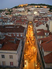 Lissabon, Portugal: (serainaru) Tags: street city light cidade portugal night noche licht calle europa europe view nacht lisboa lisbon strasse eu ciudad stadt noite rua lissabon aussicht grad portogallo fussgngerzone thebluehour blauestunde portugalia gorod europianunion