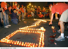 """anti-corruption and depose-Chen"" on day 13, iv (*dans) Tags: candle rally protest taiwan photojournalism 2006 demonstration streetphoto taipei anticorruption  dansphoto   depose deposechen anticorruptionanddeposechen     kaitakelan onemillionpeopleagainstcorruption   20060921 glowinglights"