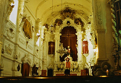 Can YOU hear me? (Al Santos) Tags: light brazil luz church brasil minas gerais darkness cross god faith religion pray jesus iglesia altar cruz igreja baroque reza chiaroscuro cristian religio f crist deus barroco capilla capela escurido barroc prece 46concursobr thechallengefactory