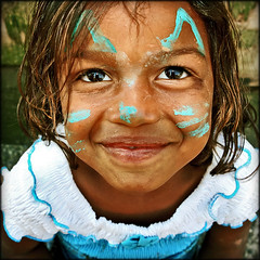 Smile sis! (carf) Tags: poverty girls brazil streets love smile brasil kids children hope kid community education support bravo child hummingbird culture esperana social impoverished underprivileged altruism shanty educational superfantastique streetkids streetchildren beijaflor favela development investment prevention sponsors cultural recuperation mundouno