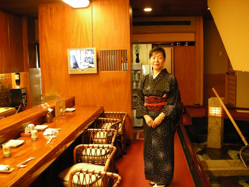 Restaurants-Harujin-waitress