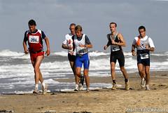 Zeeuwse kustmarathon 2006  EW_030 (Eddy Westveer) Tags: strand marathon zeeland walcheren zeeuwse oostkapelle westveer eddywestveer kustmarathon marathonzeeland marathonzeeland2006 zeeuwsekustmarathon 2006eddy wwweddywestveercom
