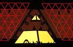 Show do Daft Punk Daft Punk Tim Festival 2006 Rio de Janeiro Brasil Brazil Brsil Os motoboys da msica eletrnica No Random Access Memories (seLusava) Tags: cidade music rio festival brasil riodejaneiro de tim punk janeiro cidademaravilhosa marinadaglria performance 2006 images maravilhosa daft daftpunk apresentao musicperformance selusava desempenho timfestival2006 selusav