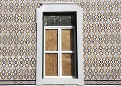 Ventana de Olhão (John LaMotte) Tags: ventana window janela fenêtre fachada azulejos tiles olhão algarve portugal infinitexposure ilustrarportugal