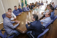 Reunião em Araucária (PR), com o Superintendente do DNIT no Estado do Paraná, Tiago, o prefeito da cidade, Hissam Hussein, vereadores e secretários do município.