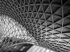 Kings Cross Station (tosch_fotografie) Tags: architecture old young black white blackwhite steel glass quaters dynamic kings cross station rail travel train london united kingdom architektur stahl glas gebäude strukturen structures shape kurven schwarzweiss schwarz weis weiss bahnhof zug dach roof fenster window olympus omd em1