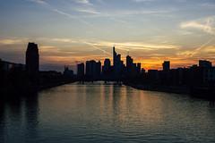 20180420-DSC3814 (A/D-Wandler) Tags: frankfurtammain hessen deutschland skyline wolkenkratzer sonnenuntergang blauestunde silhouette hochhaus architektur gebäude himmel wolken fluss wasser reflektion spiegelung stadt dämmerung