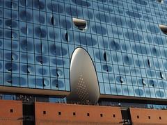 Elbphilharmonie (madbesl) Tags: elbphilharmonie hamburg deutschland germany europa europe architektur architecture modern modernearchitektur modernarchitecture hafencity konzerthaus building olympus omd em10 m10 omdem10 zuiko1250 fassade terrasse terrace glasfassade