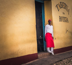 Streets of Trinidad - Cuba (IV2K) Tags: trinidad cuba cuban kuba cubano cubana trinidadcuba sony rx1 sonyrx1 35mm castro fidelcastro chef cook
