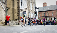 Cyclists stream through (barronr) Tags: england knaresborough rkabworks tourdeyorkshire yorkshire bathgatephotographer cycling cyclists race women