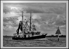 Orton trawler framed 2 mono1 (agphoto100) Tags: trawler orton canon a710is redynamix hdr wet water sea morten bay brisbane creek waves marker clouds light dark frame bow stern net bouy