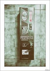Bebés a 100 pesetas (V- strom) Tags: broma joke preservativo preservative condón condom pesetas sonym5 nikon nikon2470 nikond700 vstrom texturas textures antigüedad antiquity máquina machine dinero money rótulo label concepto concept