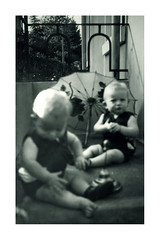 i gemelli a Vicenza - settembre 1935 (dindolina) Tags: photo fotografia blackandwhite bw biancoenero monochrome monocromo italy italia veneto vicenza family famiglia history storia gemelli twins vignato 1935 1930s annitrenta thirties vintage