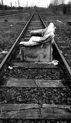 Schienen-Sofa (2) / Rail-sofa (2) (Lichtabfall) Tags: sofa couch schienen rails railway eisenbahn verlassen abandoned lostplace schwarzweiss sw einfarbig monochome blackandwhite blackwhite bw buchholzidn buchholz urbex