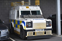 F442 GNW (S11 AUN) Tags: west yorkshire wyp police land rover 110 armoured traffic car rpu roads policing unit arv armed response 999 emergency vehicle f442gnw