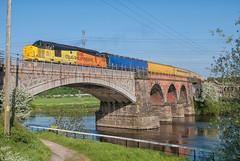 Colas Rail Freight Class 37 37175 & (failed) 37116 (Barry Duffin) Tags: colasrail colas networkrail viaduct train railway 37275 37116 3q55 3z11 nottingham netherfield landscape nikon sky derby derbyrtc skegness