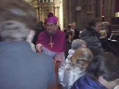 """17.11.26 i nostri coetanei del Vescovo sono anche riusciti a stringergli la mano al termine della Messa in Duomo • <a style=""""font-size:0.8em;"""" href=""""http://www.flickr.com/photos/82334474@N06/41409553804/"""" target=""""_blank"""">View on Flickr</a>"""