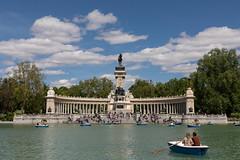 Estanque Grande de El Retiro (Guido Barberis) Tags: madrid parque retiro estanque grande sun people lago lake