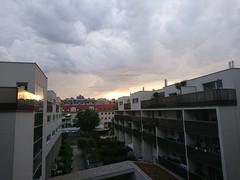 2017-07-30 19.57.22 (Kirayuzu) Tags: abendhimmel abend himmel wien vienna liesing sonnenuntergang wolken clouds evening eveningsky sunset