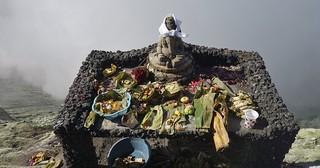 INDONESIEN, Java, Am Bromo-Kraterrand, Opfergaben für die Götter, 17463/10026