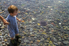 No Limit (Danny VB) Tags: nolimit gaspesie quebec holiday sea ocean atlantic stones roches kid exploring hand thehand canon 7d soleildemer throwingrocks lanceurdepierres pierres water eau dansleau inthewater fun playing