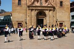 Oviedo (Jusotil_1943) Tags: 200518 instrumentos musicales gaitas tambor oviedo gaiteros escenas urbanas