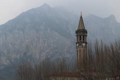 Campanile nella nebbia (giovanni_vaccaro) Tags: campanile nebbia fog orologio orario campane bells montagna montagne chiesa church lagolecco lecco canon canon1300d canon55250 atmosfera momento