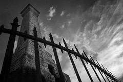il faro (pamo67) Tags: pamo67 thelighthouse monumento monument pietra stone inferriata grating sky cielo pov clouds nuvole bn bianconero bw blackwhite pasqualemozzillo ferro iron