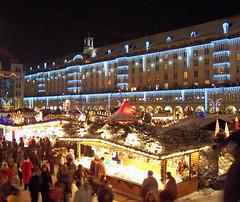 Striezelmarkt (loitz79) Tags: geo:lat=5104996000 geo:lon=1373787500 geotagged deu deutschland dresden dresdeninnerealtstadt nacht sachsen striezelmarkt weihnachtsmarkt