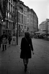 Arrachée à la pesanteur (Rachelnazou) Tags: caffenol blackwhite minolta film fomapan analog argentique