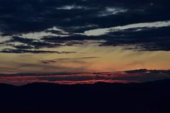 DSC_0909 (griecocathy) Tags: coucher soleil ciel montagne nuage feu sombre noir jaune rosée gris saumoné