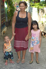 grandma with her grandchildren (the foreign photographer - ฝรั่งถ่) Tags: apr42015nikon grandma woman two grandchildren boy girl khlong thanon portraits bangkhen bangkok thailand nikon