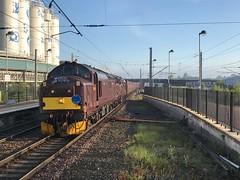 37685 and 37669 Warrington 12/5/18 (Flikrman Gaz) Tags: class37 englishelectric westcoast