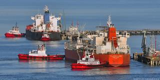 2018-05-01 Crowley Tugs Reponse, Guard, Guide, Protector & Oil Tankers Atlantic Queen & Overseas Boston (2048x1024)