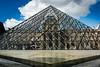 La pyramide du Louvre (geraniumjoecose) Tags: paris louvre pyramide canon eos70d efs18135mmf3556is urbain architecture monuments ville statue