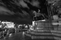 Wien 2017 - Kulturhistorisches Museum (karlheinz klingbeil) Tags: nacht night architektur monochrome sculpture austria statue city skulptur vienna österreich stadt wien at