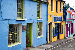 Dingle, façades de commerces colorées (Aurelien Pottier) Tags: dingle dinglepeninsula péninsulededingle commerce shop color couleur building façade irlande ireland europe westerneurope europedelouest républiquedirlande republicofireland famousplace traveldestination colorimage horizontal countykerry ie