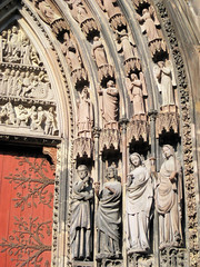 Catherdrale Notre-Dame de Strasbourg (PDX Bailey) Tags: church exterior france strasbourg europe cathedrale notre dame red door statute carve carving