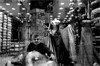 spi_333 (la_imagen) Tags: türkei turkey türkiye turquía istanbul istanbullovers mahmutpaşa eminönü sw bw blackandwhite siyahbeyaz monochrome street streetandsituation sokak streetlife streetphotography strasenfotografieistkeinverbrechen menschen people insan market bazaar markt pazar
