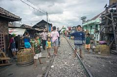 (kuuan) Tags: pose portrait fun alongrailwaytracks kids indonesia voigtländerheliarf4515mm manualfocus mf voigtländer15mm aspherical f4515mm superwideheliar apsc sonynex5n surabaya street java