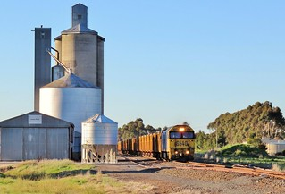 G540 leads the Hopetoun to Hamilton mineral sands train through Willaura, Victoria.